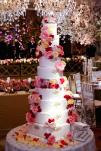 decorating tiered wedding cakes