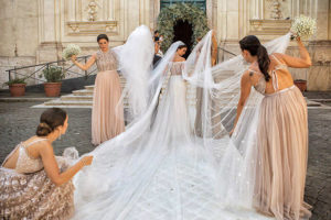 Fashionable styles of wedding dresses