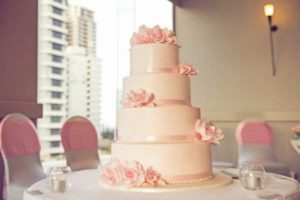 decorating small wedding cakes