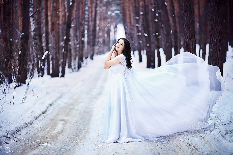 Image of the bride in winter